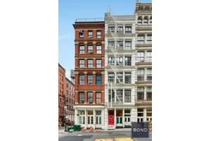 Come discover this hidden gem, a rare diamond in the rough, a classic loft located in the Soho Cast Iron Historic District, a neighborhood renowned for its art galleries, restaurants, ...